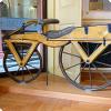 Какой конструкция получил названьице с фамилии изобретателя прототипа велосипеда?