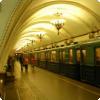 Почему на московском подземный дворец на одних случаях станции объявляются мужским голосом, а на другом — женским?