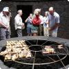Где можно съесть стейк, приготовленный над жерлом действующего вулкана?