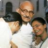 Чего добивался 70-летний Махатма Ганди, спя с обнажёнными молодыми девушками?