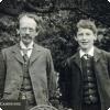 Какие отец и сын получили Нобелевские премии за разные исследования одних частиц?