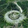 Где находится горношахтный массив, имеющий форму почитай идеального кольца?