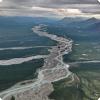 Какая российская река несёт воды приёмом во двуха океана?