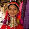 Где живёт племя, во котором однако бабье намеренно удлиняют шею возьми 05—30 см?